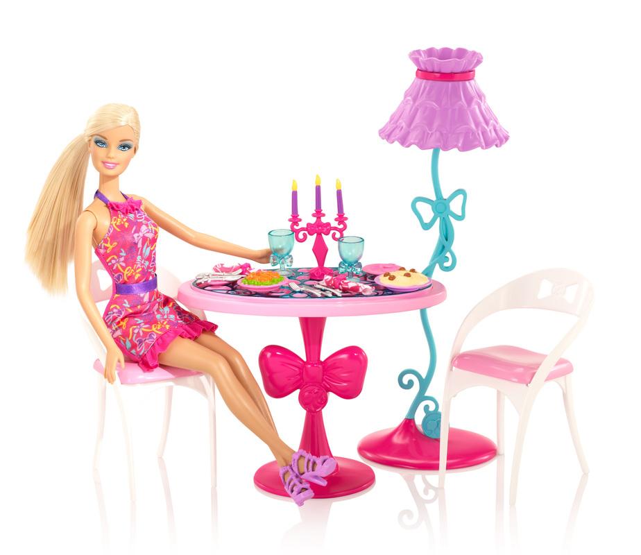 BARBIE ET SON SALON : x7942barbieglamdiningroomfurnitureanddollsetxxx2 from kids.barbie.com size 924 x 800 jpeg 219kB