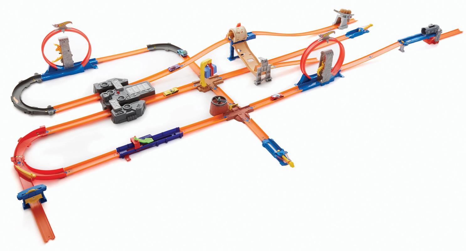 HOT WHEELS® TRACK BUILDER Mega Gift Set - Shop Hot Wheels ... Hot Wheels Race Track